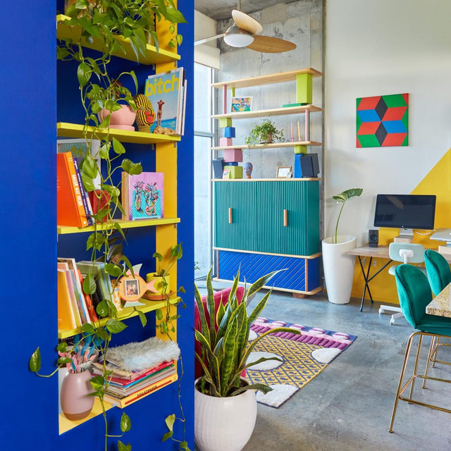We dare you to find a single white surface in the crazy colorful home of @tropicophoto's @michellenorrisphoto and @forrestaguar 🌈 Take a tour of their technicolor condo 👉 link in bio 📸 by @tropicophoto ✍️ by @kv.jpg
