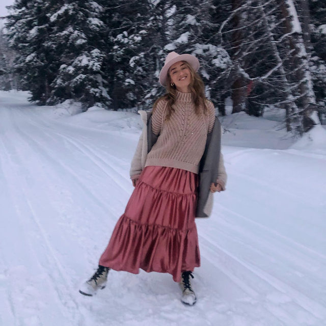 Snowshoeing but then make it fashion. @sierra in the Sweetheart Sweater. #FPTakesSundance