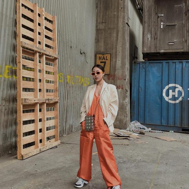 @gxiayan in our orange Normajean jumpsuit and Becks blazer in peach 🧡 #BaumFamily . #BaumDANCE #SS20 #BaumundPferdgarten