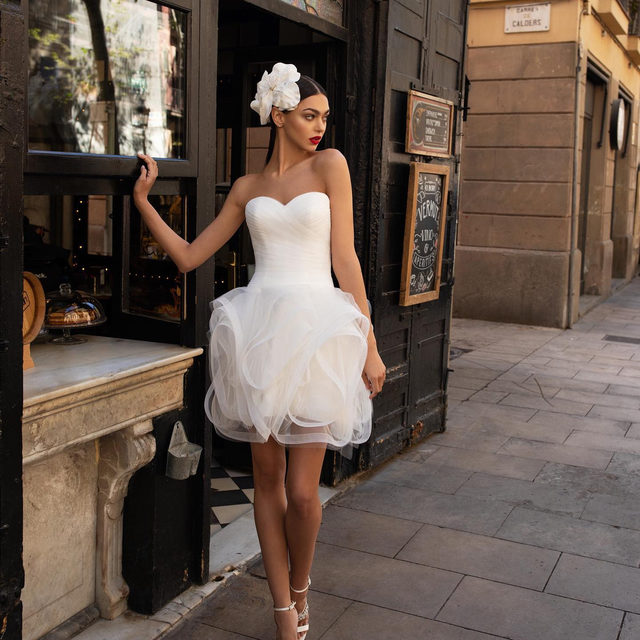 Lots of ruffles in the LWD07 dress! Tag a friend who is looking for a second wedding dress! #Pronovias2020 (Headband: Keki)