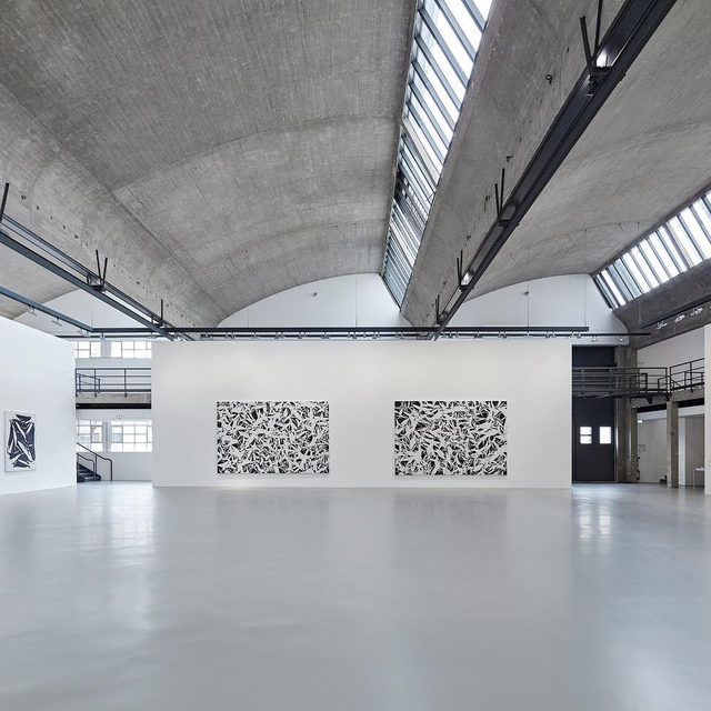"""#SimonHantai: The exhibition """"LES NOIRS DU BLANC, LES BLANCS DU NOIR"""" has been extended through March 21 at Gagosian, Le Bourget. The show features black-and-white paintings and prints by Simon Hantaï dating between 1951 and 1997.  Hantaï is best known for originating the technique of """"pliage""""(folding), in which a canvas is crumpled and knotted, uniformly painted over, and then spread out to reveal a matrix of abstract alternations between pigment and ground. Unmediated by color, the monochromatic paintings and prints in the exhibition celebrate the aesthetic form of the crease and document Hantaï's evolving relationship with the act of painting. Learn more via the link in our bio.  __________ #Gagosian  Installation views, """"Simon Hantaï: LES NOIRS DU BLANC, LES BLANCS DU NOIR,"""" Gagosian, Le Bourget, October 13, 2019–March 14, 2020. Artwork © Archives Simon Hantaï/ADAGP, Paris"""