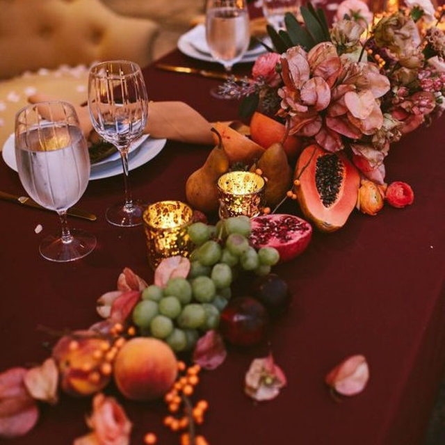 That saturated color 💯 AND THAT FRUIT?! Stop. With our #nuovolinen in Burgundy from @courtneyvinsonevents and @nectar_and_bloom 📷 @westlundphotography #latavolalinen #transformyourtable #colorfulwedding #livecolorfully #fruitonthetable #colorstory #color #weddingdecor #weddingdesign #sandiego #sandiegowedding #californiawedding