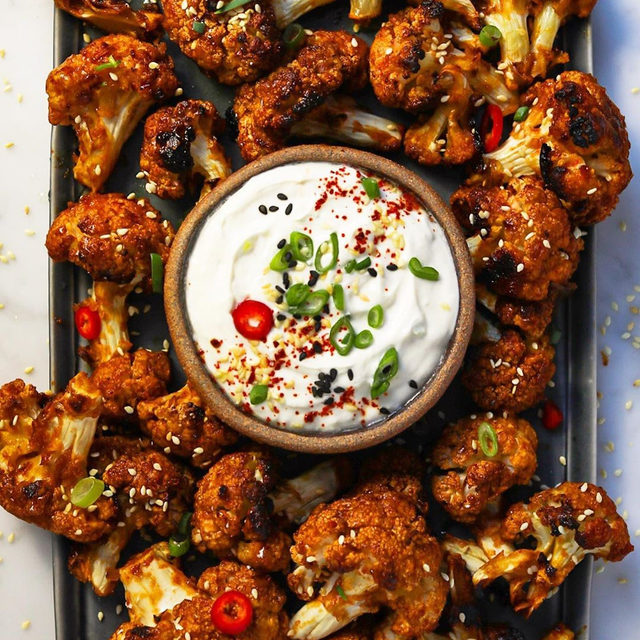 Who needs chicken wings when you have these Korean Wing Style Cauliflower bites from @feedtheswimmers. They're sticky! They're crispy! They're spicy! They're sweet! In all, they're perfect. Recipe via link in bio. #f52super #f52grams