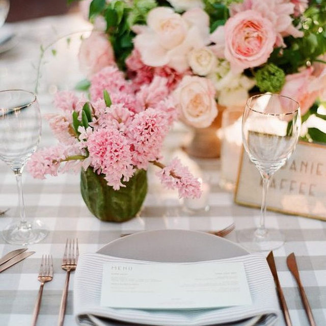 Can't get enough of this classic combo of our #lymechecklinen in Taupe with #essexlinen Napkins in Taupe🌸🌿🌸🌿 From @duetweddings and @mooncanyon 📷 @michellebeller featured on @martha_weddings #latavolalinen #transformyourtable #msweddings #patternplay #checkprint #stripes #checksandstripes #classicbride #pink #pinkandtaupe #prettyinpink #gardenrose #santabarbara #santabarbarawedding