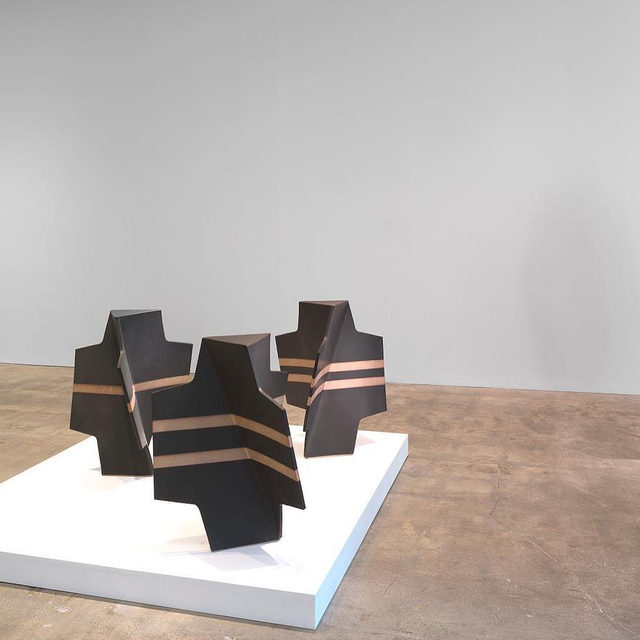 """#JohnMason: Visit Gagosian, Park & 75, New York, to see an exhibition of ceramic works by the late John Mason. """"Geometric Force"""" is on view through February 15.  The works in this exhibition, which span Mason's early career to the years preceding his death at age ninety-one in 2019, attest to the range and vocabulary of his innovation and experimentation in clay.  Often cited as a contributor to the """"revolution in clay,"""" Mason changed the perception of the medium from craft into fine art, mixing Western and Eastern influences. The material result is something completely sui generis and hard to trace—untethered to a single genre or movement, yet related to many. Learn more via the link in our bio. __________ #Gagosian Installation view, """"John Mason: Geometric Force,"""" Gagosian, Park & 75, New York, January 10–February 15, 2020. Artwork © 2019 Estate of John Mason. All rights reserved"""
