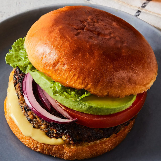 A veggie burger that avoids the usual veggie burger problems (like being dry and mushy) is the latest #geniusrecipes from @miglorious. Instead, the burger is perfectly crisp on the outside and wonderfully moist on the inside, and comes to us from from Washington Post Food & Dining Editor @joeyonan. Hint: it takes its inspiration from falafel. Grab the recipe via the link in bio! 📸: @rockyluten