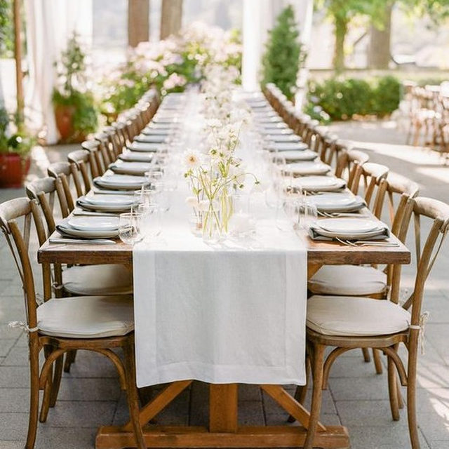 Crisp and clean #linen #tablerunner with our #tuscanylinen in White with Silver napkins at this stunning rehearsal dinner 🌿⬜🌾From @callistaandco and @gatherdesigncompany 📷 @theganeys featured on @stylemepretty #latavolalinen #transformyourtable #rehearsaldinner #linen #naturallinen #linentablerunner #woodtable #farmtable #allinthedetails #bainbridgeisland #washington #washingtonwedding #pnwwedding