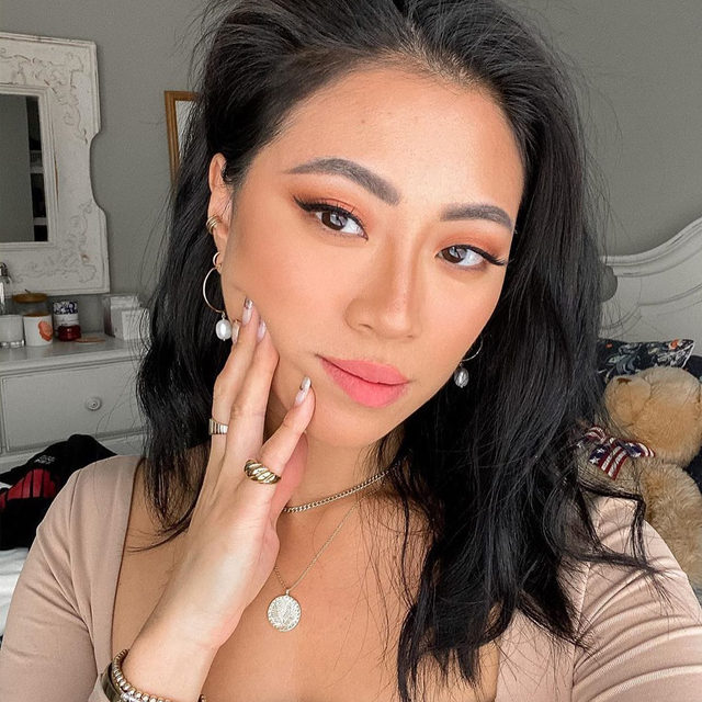 We're over here waiting on the weekend & crushing on @christineleeee's gorggggggeous cat eye! 😍 Recreate her lewk with our Liquid Eyeliner & our Extreme Length Mascara + Lash Primer — available on Honest.com, @target, @walgreens & @amazon 🖤  #CleanBeautyThatWorks #ThatsHonest #crueltyfree