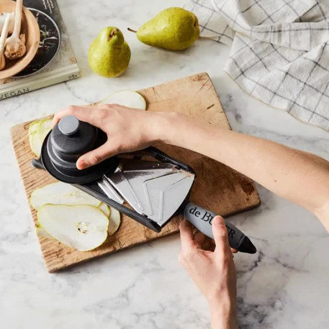 Meal prep has met its match: This handheld mandoline is here to help you make extra-even slices in a flash. It's got a micro-serrated V-shaped blade that'll whiz through potatoes, lemons, tomatoes, onions, no problem—plus hard cheese and charcuterie too. 🧀 And thanks to the non-slip handle and pusher, your hands will stay safely out of harm's way. The kicker? It's compact enough to slide right into your favorite-tool drawer. Grab yours at the link in bio. 📸: @rockyluten