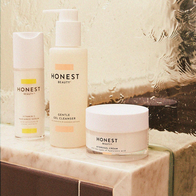 Name a better trio — we'll wait 😉  Babes, we're starting our weekend with 3️⃣ of our absolute fave skincare products. This trio works wonders, and is a great place to start if you're looking for an updated routine! Depending on your skin type & what you need, you can then add additional products into your AM or PM lineup as needed.  How many steps do you follow in your (ideal) skincare routine? Give us the deets! 👇  #CleanBeautyThatWorks #ThatsHonest #crueltyfree