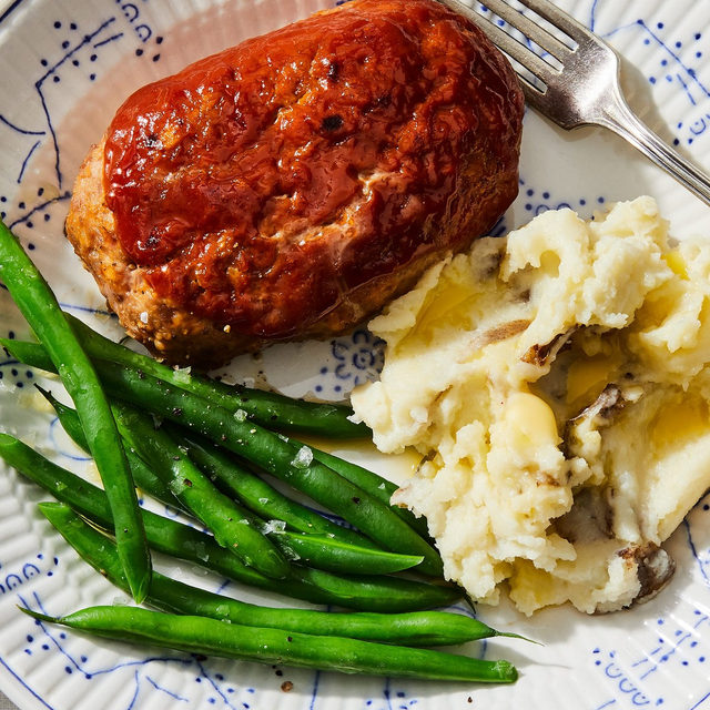 Meatloaf for one, coming right up! In his latest #TableForOne column, @ericjoonho explores how to turn a couple ingredients, that typically feed a crowd, into many different meals over the course of a week. The star, of course, is this gluten-free turkey meatloaf (he uses cream and oats instead of bread crumbs) which is topped with a stellar glaze of ketchup, mustard and brown sugar. Recipe via link in bio! 📸: @rockyluten