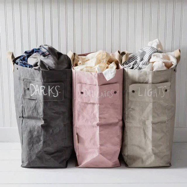 Yes, it's Sunday and yes, the Oscars are tonight (!) but it's still laundry day for most of us. That's where this laundry bag system comes in to save the day—it adapts and grows to fit your needs and comes in a wide range of colors so you can mix and match bags as you please. Each bag features a press stud interlocking system so you can attach as many as you need. Plus, handy snap-on labels you can write on make it extra-easy to keep things organized. Sort the linens, recycling, toys—you might say the possibilities are about as endless as that seemingly bottomless laundry pile. Shop for yours at the link in bio. 📸: @rockyluten