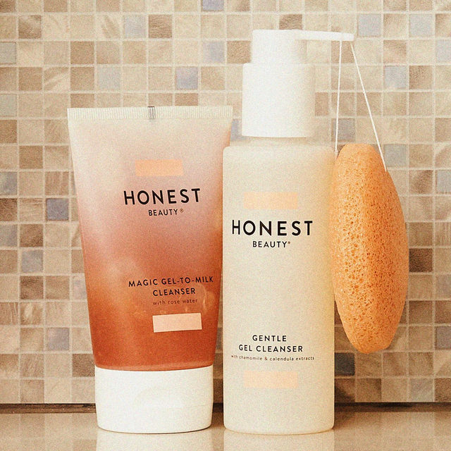 #SelfcareSunday calls for a double cleanse moment, babes. 🙌 We love to start our routine with our Magic Gel-to-Milk Cleanser on dry skin. The gel acts like a cleansing balm to remove makeup, clear impurities & soften skin, and is easily rinsed away as it transforms into a soothing milk.  Next, we grab our fave duo 👉 Gentle Gel Cleanser & Gentle Konjac Sponge. The cleanser is a soothing botanical blend that helps to calm skin as it cleanses & removes makeup. When used with our Konjac Sponge, you get a gentle exfoliation that leads to a glowwwwwy, radiant complexion 🤩✨ Double tap if you love a double cleanse!  #CleanBeautyThatWorks #ThatsHonest #crueltyfree