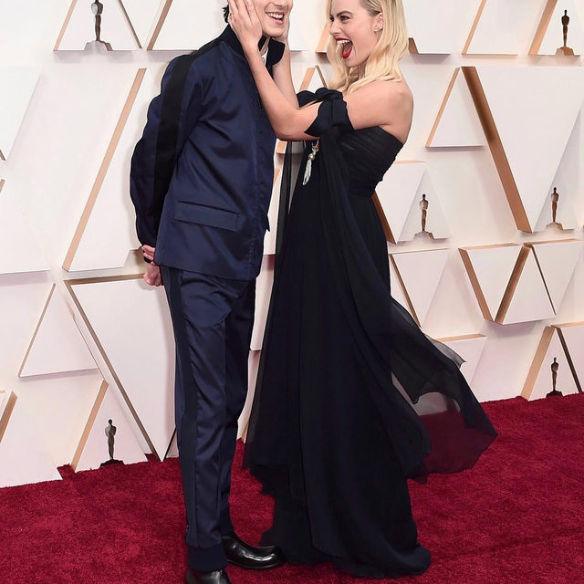 #TimotheeChalamet photobombing #MargotRobbie on the #Oscars red carpet is one of the best moments of the 92nd Academy Awards so far. Click the link in bio for more on the most unexpected duo at the #Oscars2020.