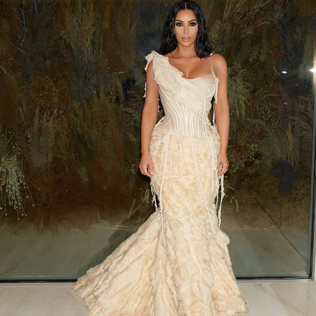 We know #KimKardashianWest is increasingly fond of a showstopping archive look, and last night was no different: she joined the #Oscars celebrations in a gown from @AlexanderMcQueen's spring/summer 2003 collection. And Kim wasn't alone. #ElizabethBanks and #JaneFonda wore old favourites, while #KaitlynDever and #SaoirseRonan placed sustainability at the forefront of their red-carpet strategy. At the link in bio, see the stars who brought archive fashion and upcycling to Oscar night. #Regram @KimKardashian