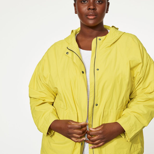 Our choice for lightweight outerwear since 2000, the Light Organic Cotton Nylon Jacket. This season, we offer it in an eye-catching bright yellow we call Yarrow.