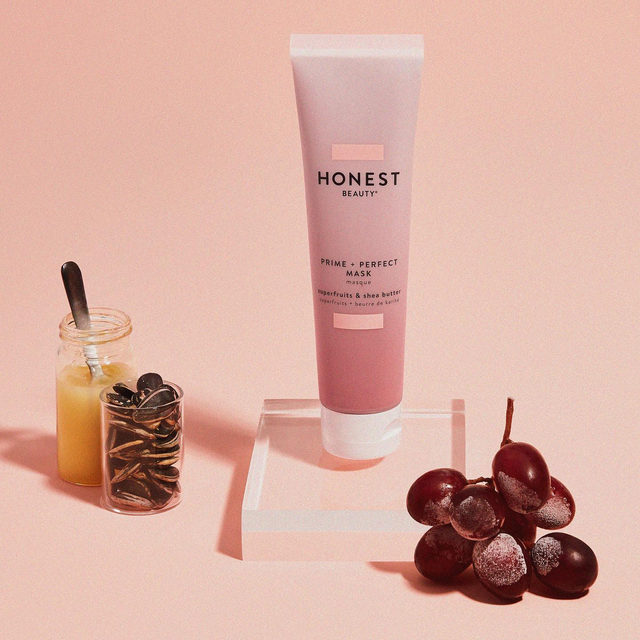 3-day weekends 👉 when #MakeupMonday officially becomes #MaskMonday 🙌 Are you masking today?  Our *new* Prime + Perfect Mask is made with: . 🧖♀️ Shea Butter: to moisturize & nourish dry skin . ✨Vitamin E: a powerful antioxidant to nourish & replenish skin . 🍇Superfruits: a blend of antioxidants to help revive stressed & tired skin  The priming benefits of this moisturizing mask are for alllllllll skin types... and the GORG color makes for a beautiful #selfie 😍 Have you tried this new fave, yet?  #CleanBeautyThatWorks #ThatsHonest #crueltyfree