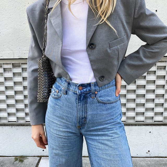 So you don't even want to look at jeans that fall below your belly button anymore—we get it. Tap our link for 9 promising denim brands we turn to for the most flattering high-waisted jeans. photo: @meganadelaide