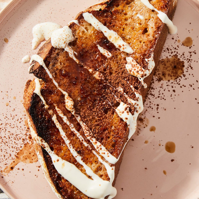 Say hello to @emmalaperruque's weeknight shortcut to at-home tiramisu. Traditionally, this trifle-esque Italian dessert involves an armful of ingredients and steps (zabaglione! lady fingers! espresso! mascarpone!). It's a lot. But this #BigLittleRecipes version streamlines just about all of that, thanks to one game-changing ingredient. Find out what it is via the link in our bio. 📸: @rockyluten