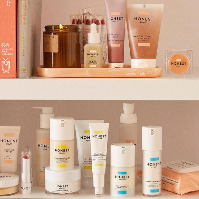 Working on the weekend, like usual. 🙌 Do you have any of these faves in your weekend lineup?  #CleanBeautyThatWorks #ThatsHonest #crueltyfree