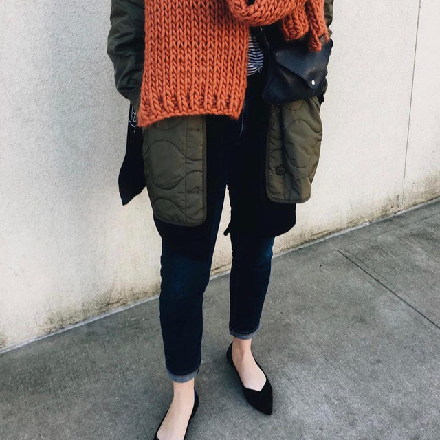 We don't just make clothes here at EILEEN FISHER. Layer with one of our bags to complete your look like @laurasupnik. Tap the link in bio to shop our current picks!