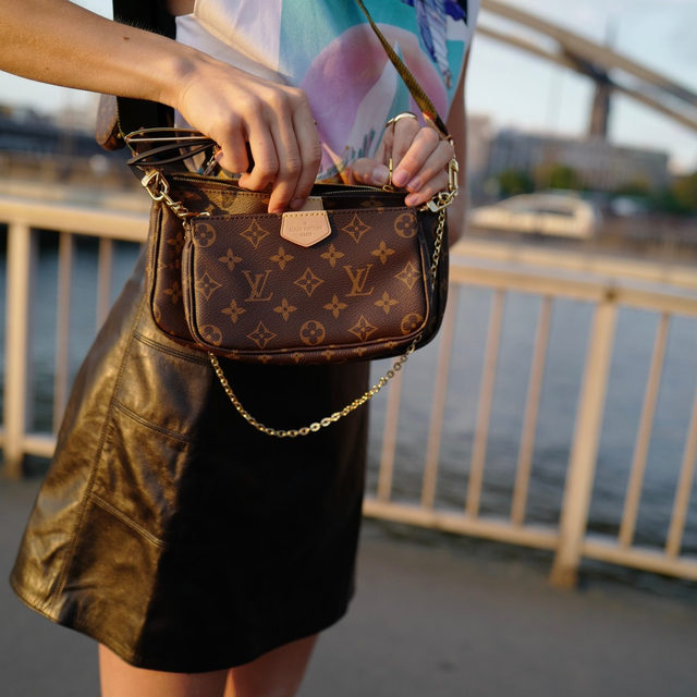 Designer logo handbags are BACK and having a moment! 🌟 From the Louis Vuitton Pochette to the Fendi Baguette, head to our stories to learn more about our flashback faves & the updated designs. #ontheblog