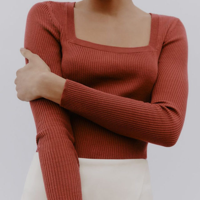 From Friday nights out to cozy Sundays in. Our ribbed cotton cashmere is here for it all.
