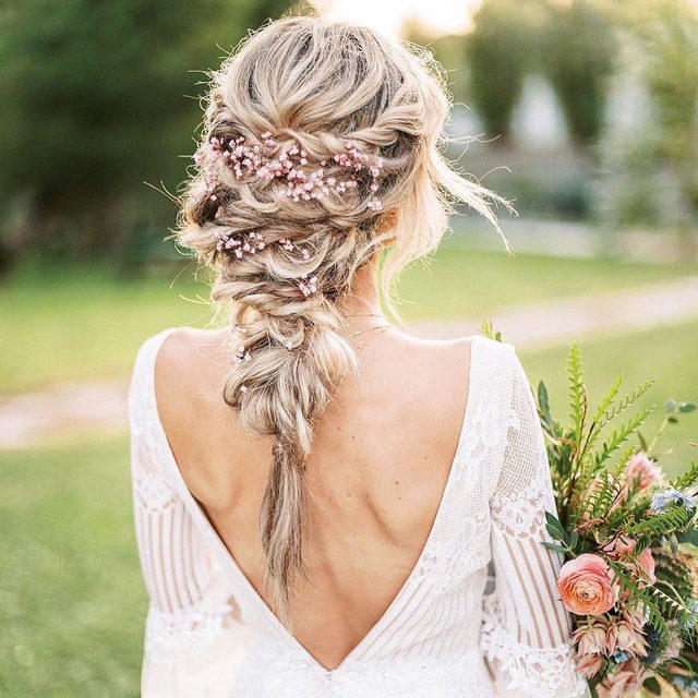Flowers in your hair are always a good idea. 🌸 Head to the #linkinbio for 27 hairstyles that prove it! | 📸: @everencephotography 💇🏼‍♀️: @liyanicolehair