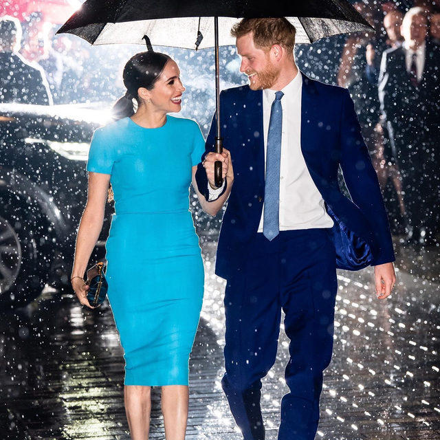 The cutest. ☔️ Harry & Meghan just made their first appearance since their move to Canada—and we're obviously loving it. Tap the link in bio to see more. photo: getty images