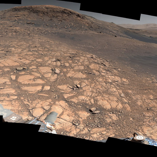 This is the highest-res panorama of Mars... ever. It took 1.8 billion pixels, 1,000 images, and 6 hours to stitch together. 🔗Link in bio to learn more. (Photo cred: @nasajpl) #nasa #jpl #nasajpl #space #mars #panorama #jetpropulsionlaboratory #curiosityrover
