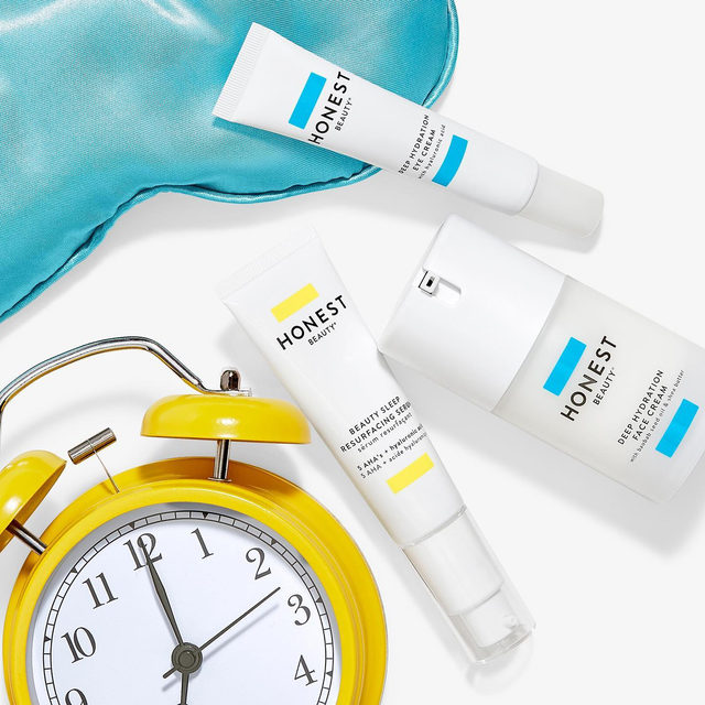It's #NationalSleepAwarenessWeek and we want to celebrate in a special way. Meet our new Honest Night's Sleep Kit! Includes:   ⭐️ Beauty Sleep Resurfacing Serum   🌙 Deep Hydration Face Cream   ⭐️ Deep Hydration Eye Cream  A dreamy product trio for your PM skincare routine to wake up fully hydrated + glowing! Check out our 🔗 in bio for more info + shop now! 💫☝️    #CleanBeautyThatWorks
