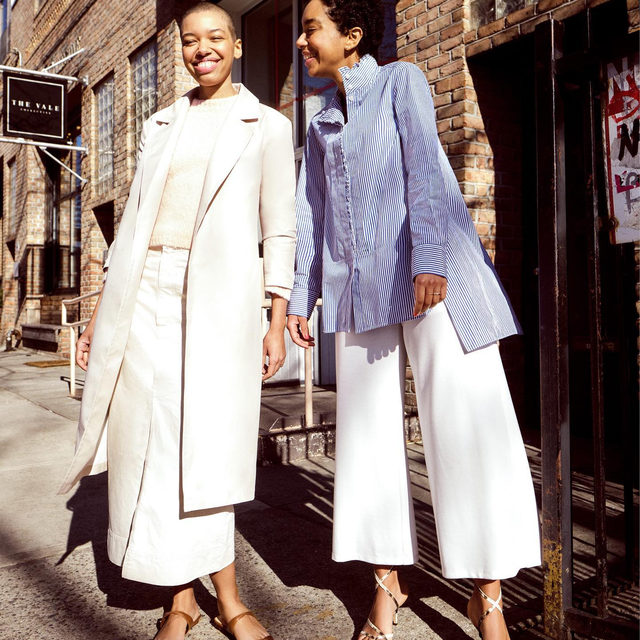 Breaking into the clothing-care industry wasn't exactly what German-born sisters Theresa and Corinna Williams had in mind when they first moved to Brooklyn. Like many great ideas, @celsious_social—New York's first sustainably minded laundromat-café-shop—was born out of pure necessity. Link in bio to read their story and shop their @eileenfisherny looks (one of our favorite sustainable fashion brands).
