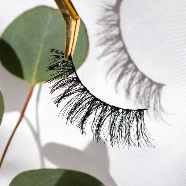 Let's get close-up and personal 😏  #GoViral is perfect for those who want to have all eyes on them they walk into a room. Heads won't be able to turn away from these flared and whispie lashes. 💖 Features glamour volume that enhances your eyes, giving it a dramatic sultry look without doing the most.  PROMO ALERT: Get a free LIMITED EDITION holographic Velour makeup bag with ANY purchases over $58+ 😘❤️ ⭐ Click the link in our bio to shop - #LOTD is available at Velour.com and @Sephora online⭐  #VelourBeauty #VelourLashes #LOTD #LiveInLashes #VelourxSephora #Sephora #ExclusivelyatSephora