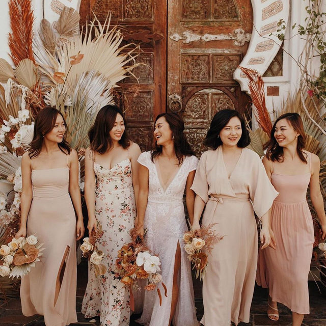 Dreamy wedding dress? Check. Trendiest bridesmaids ever? Double check! 👏👏👏 Head to the #linkinbio for our 23 favorite places to shop for bridesmaid dresses so your crew can nail their look, too! | 📸: @jordanvoth 💐: @foxtail_florals