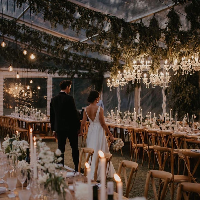 Chandeliers and candles are forever a match made in (wedding) heaven. 💘 Head to the #linkinbio for 24 ways to light up your party—from string lights to lanterns and beyond! 💫| 📸: @vanillaphotography 📋 + 💐: @ohhappydaydbn
