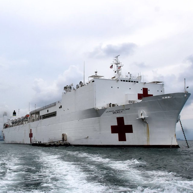 U.S. Navy hospital ships, the Comfort and Mercy will be providing support to land hospitals overwhelmed with COVID-19 patients. 🔗 Link in bio to learn more. 📸:Linh Pham