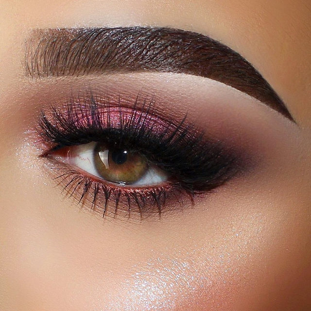 Who else appreciates a good ol' smokey eye? 🙋🏻♀️ @sarandaprapaniku topped off this gorgeous rosey eye look with Feelin' Myself.  PROMO ALERT: GET 25% OFF ALL LASH STYLES! Hurry!! Offer ends March 29 😘❤️ ✨ Click the link in our bio to shop. We ship worldwide on velourbeauty.com! ✨  #VelourLashes #VelourBeauty #LiveInLashes