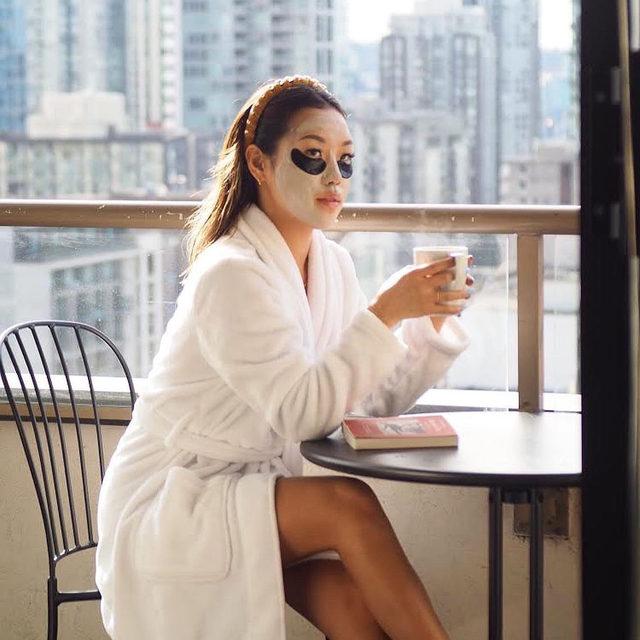 Avoiding Sunday stress with a mini spa moment. Share your favorite ways to self-care! 👇 Photo via @_vivasarah
