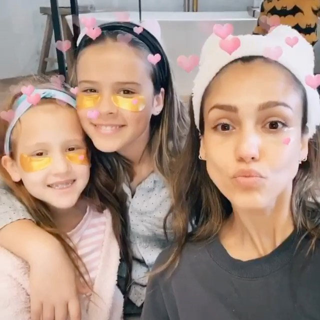 The more masks, the merrier! Our ingredients are so clean & safe, the whole fam can use them together. 🧖♀️💕  #CleanBeautyThatWorks #regram c/o @jessicaalba