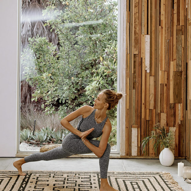 Say good morning with a stretch! (shop activewear at the link in bio)
