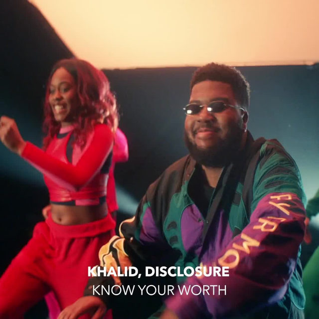 """Watch @thegr8khalid & @disclosure dance and tell us to 'keep your head up' in their new music video for """"Know Your Worth"""" 💪 ⠀⠀⠀⠀⠀⠀⠀⠀⠀ ▶️[Link in bio] #Khalid #Disclosure #KnowYourWorth"""