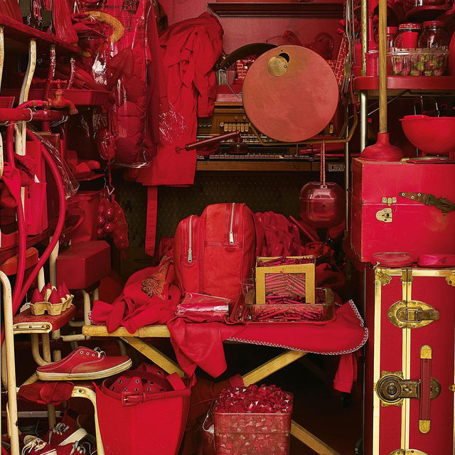 """#GagosianQuarterly: """"One day around 2000, Robert Therrien received several red-plastic-mold samples in the mail. Over time, the molds attracted other red objects: red sneakers, crayons, fake bricks, fake strawberries. At some point the collection was moved to the room under the stairs, where it continued to grow."""" —Alexander Wolf  Head to """"Gagosian Quarterly"""" to read a piece from our Winter 2017 issue about the recurring themes and symbols in the work of the late Robert Therrien. Alexander Wolf describes the artist's studio and tells the story of his """"Red Room,"""" a collection of 888 red objects that grew in the room under the staircase. Follow the link in our bio.  __________ #Gagosian #RobertTherrien @tate @natgalleriessco (1) Robert Therrien, """"Red Room,"""" 2000–07, 888 red objects, housed in the room under the staircase with dutch doors. Collection of Tate and the National Galleries of Scotland; (2) Artist's pots and pans in the room under the staircase in his studio, Los Angeles. Photos: Josh White/JWPictures"""