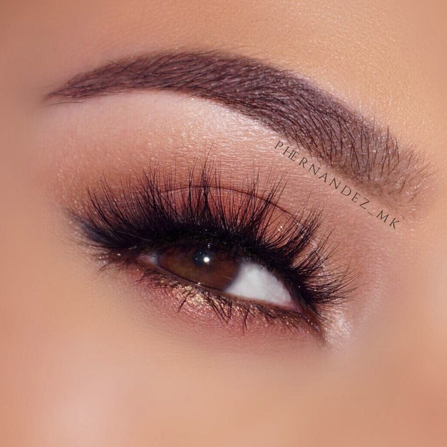 Let the lashes do the work.  @priscilla_fhern paired this gorgeous eye look with Flash It! - part of an exclusive collection only available on Velour Beauty.  Today is the last day to get 25% off all lash collection on velourbeauty.com . Tap the link in our bio!  #VelourBeauty #LuxeFauxMink #UltaBeauty #LiveInLashes