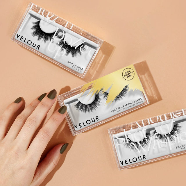 $12 lashes for a good cause? Heck yes!  Join us as we work together on giving back to our community. 💪🏻Check our story for more details.  Shop any of our select $12 lashes today, 50% of proceeds will go towards being donated to Global Citizen & World Health Organization's COVID-19 relief fund.  Tap to link in our bio to shop.  @GlblCtzn x @WHO  #TogetherAtHome #CoronaVirus #CoVid19 #VelourBeauty