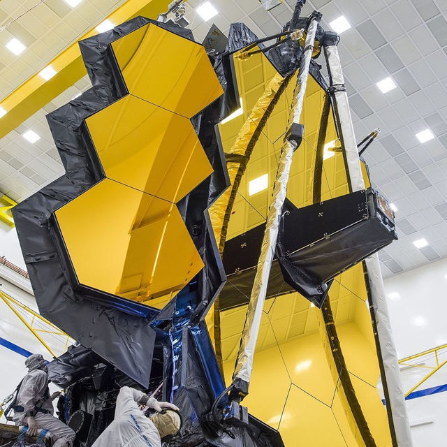 NASA's James Webb Space Telescope has successfully completed a critical test run, unfurling its folded mirror into the same configuration it will achieve in space. 🔗Tap the link in our bio to watch the video and learn more. 📸:@nasa / @thelightandthelens