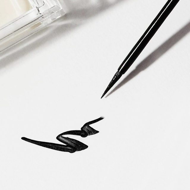 Get to know the Lash & Go eyeliner - from the never seen before unique marbled formula, innovative properties, and seamless application, it's everything you need and more in your life. 🖤  Got any questions for a FAQ? Ask us down below! 👇🏻  🖤 Promo Alert: Purchase our new Lash & Go Eyeliner with a select Best-selling Mink lash style for only $43. That's a whole $10 in savings! Click the link in our bio to shop now.  #VelourBeauty #LashAndGo