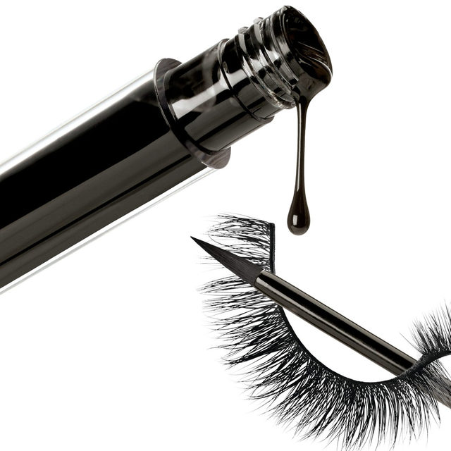 Lash & Go is an eyeliner HYBRID. What does that mean?  You can wear this liner on its own, or wear it with lashes -- Velour or not. Its unique marbled formula is a lash adhesive when wet, and an eyeliner when dry.  It'll hold your lashes on all day long while feeling lightweight and comfortable on the eyes. 🖤 Promo Alert: Purchase our new Lash & Go Eyeliner with a select Best-selling Mink lash style for only $43. That's a whole $10 in savings! Click the link in our bio to shop now.  #VelourBeauty #LashAndGo