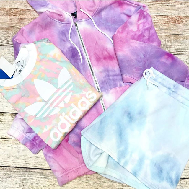All of this loungewear from @jodyb23onposh closet is totally tie-dye for! 😍Tap our link in bio to check out her Poshmark closet. #shopmycloset #poshmarkseller #tiedyefashion