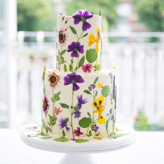 A DIY wedding cake is the ultimate at-home activity! 😋 Head to the #linkinbio for 10 ways to dress up your white cake. 🍰 | #regram: @blushingcook