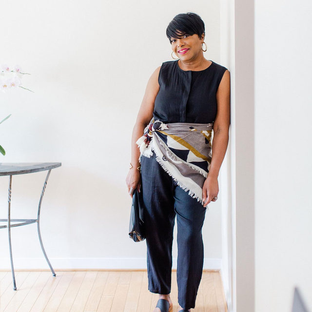 Some @medleystyle for your Saturday. We love how Janie adds a pop of color to our Organic Linen Round Neck Jumpsuit with a scarf tied around her waist. She's always inspiring us.